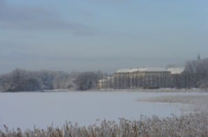 I Sorø får boligejeren hele pakken, natur og kultur. Her er der Sorø Sø med Akademiet i baggrunden en smuk vinterdag.