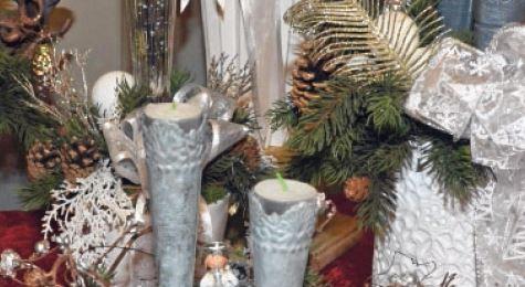 Juledekorationer der holder