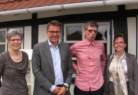 ( FOTO 1 – tekst : Fra venstre Else Jürgensen, Brian Mikkelsen, Peter Due og Malene Topp for Peter due Bolig i Dianalund )